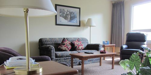 extended stay living room suites thompson